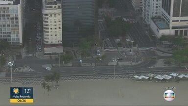 Trânsito livre na orla de Copacabana no início da manhã desta quinta-feira - Trajeto entre Barra da Tijuca e Centro da cidade não tem congestionamento