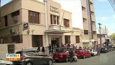 Agência do Correios continua registrando longas filas com aglomeração, em Caruaru - Horas de espera passou a ser corriqueiro para quem precisa do serviço.