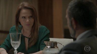 Lili afirma a Germano que ainda quer o divórcio - A empresária diz que pretende conversar com Eliza