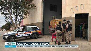 PM apreende 166 mil litros de cachaça adulterada em Montes Claros - Produto foi encontrado em um galpão. Quatro pessoas foram levadas para a delegacia.