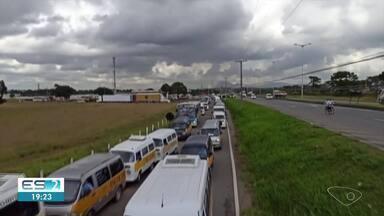 Motoristas de transporte escolar fazem manifestação pedindo apoio durante pandemia no ES - Confira na reportagem.