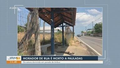 Morte de morador de rua morto a pauladas é investigada pela polícia - Ele dormia em uma parada de ônibus.