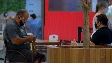 Bares, restaurantes e academias voltam a abrir em Araçatuba - Bares, restaurantes e academias voltaram a abrir as portas em Araçatuba (SP). O município avançou à fase amarela do Plano São Paulo. Todos os estabelecimentos precisam seguir protocolos e regras de distanciamento. Confira.