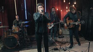 """Paulo Ricardo - A cada episódio um artista convidado toca seu álbum preferido de algum outro músico. Nesse episódio, Paulo Ricardo toca """"Sticky Fingers"""" dos Rolling Stones. Ele comenta as músicas e conta o quanto o álbum o influenciou."""