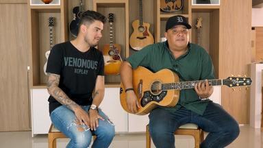 Humberto E Ronaldo - O segundo episódio acompanha a dupla Humberto e Ronaldo na cidade em que vivem, Goiânia. Os cantores mostram parte de suas rotinas em uma sessão de fotos para divulgação de seu material.
