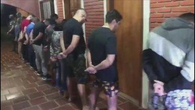 Polícia prende quadrilha que aplicava golpes em beneficiários do auxílio emergencial - Nove pessoas foram flagradas dentro de uma sala que funcionava como uma central de fraudes.