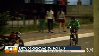 Ciclistas se arriscam em meio aos carros nas ruas de São Luís - Uma reclamação constante de quem usa a bicicleta como meio de transporte ou para a prática de atividades físicas em São Luís é a falta de ciclovias na cidade.