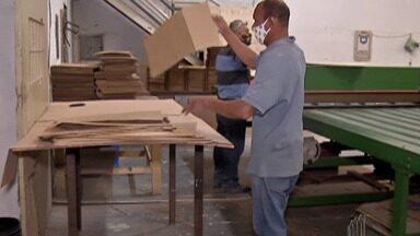 Indústrias do Alto Tietê conseguem melhor resultados - Mesmo que de forma tímida, o setor industrial começa a apresentar sinais de melhoras. O cenário foi apontado por um estudo feito pela Confederação Nacional da Indústria. O termômetro está no crescimento das vendas de embalagens de papelão.