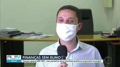 Campos aprova LDO 2021, mas pandemia eleva incertezas quanto ao orçamento municipal - Município prevê uma arrecadação ainda menor para o ano que vem. As autoridades acreditam que a crise só vai passar a partir do segundo semestre de 2021.