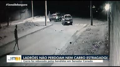Carro foi rebocado por criminosos, em Senador Canedo - Eles furtaram um veículo estragado.