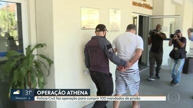 Polícia Civil faz operação para cumprir 100 mandados contra agressores de mulheres - Todos os mandados eram de prisão. Departamento Geral de Polícia de Atendimento à Mulher diz que maioria das agressões acontecem em casa e são cometidas por alguém próximo da vítima.