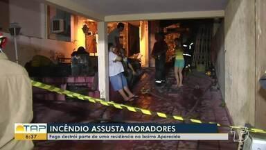 Fogo destroi parte de casa no bairro Aparecida, em Santarém - Incêndio não fez vítimas, mas chamas assustaram a vizinhança.