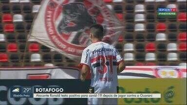 Atacante do Botafogo-SP testa positivo para Covid-19 - Ronald recebu resultado positivo da doença depois do jogo contra o Guarani no sábado (15).