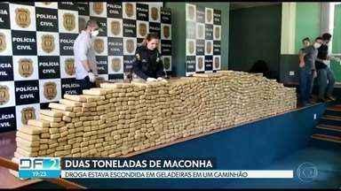 Duas toneladas de maconha escondidas em caminhão - A droga estava sendo transportada dentro de geladeiras. O motorista foi abordado em uma rodovia de Cocalzinho, no entorno.