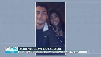 Vítima de acidente está internada em estado grave e tem mão amputada - A jovem, de 18 anos, estava na carona da moto que foi atingida por um carro em alta velocidade. Ela ficou presa no carro e foi levada por 4 quilômetros.