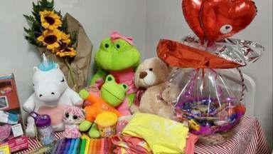 Menina de 10 anos tem alta de hospital após interromper gravidez - A menina de 10 anos que engravidou após ser estuprada pelo tio, no Espírito Santo, voltou a sorrir depois que teve a gravidez interrompida, no Recife, de acordo com a direção da maternidade.