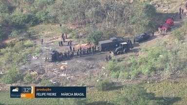 Policiais encontram cemitério clandestino em São Gonçalo - A Polícia Civil localizou covas clandestinas em um grande terreno em São Gonçalo.