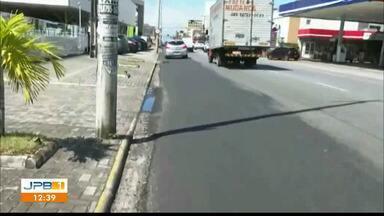 Ciclofaixa é restaurada e sinalizada no bairro de Manaíra, em João Pessoa - Ciclistas reclamavam da falta de sinalização no local.