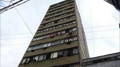 Fernando Gabeira visita ocupações no Rio de Janeiro - Edifício Chiquinha Gonzaga, com projeto modelo de jovens arquitetos para que fosse bem-sucedida, nunca recebeu recursos prometidos pelo governo para a reforma.