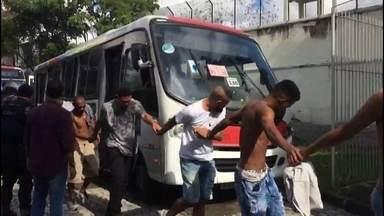 O poder criminoso das milícias no Rio de Janeiro - A maior operação contra as milícias no RJ prendeu 149 suspeitos, apreendeu 32 armas e deixou quatro mortos. Gabeira mostra a máquina de assassinos que se montou no RJ, às margens da lei. Os milicianos são os principais suspeitos de executarem a vereadora Marielle França e o motorista Anderson Gomes. E acabar com essas quadrilhas é uma prioridade do general Braga Netto, que comanda intervenção.