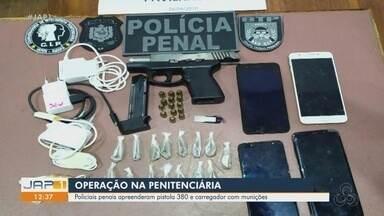 Pistola e munições são apreendidas dentro de cela no Iapen, em Macapá - Além da arma de fogo, celulares e entorpecentes também foram encontrados escondidos em uma das celas do Pavilhão F1.