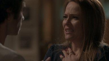 Fabinho conta a Lili que viu Sofia no Bairro de Fátima - O rapaz explica que bateu de carro ao rever a irmã. Cassandra curte banheira na antiga casa de Carol e conversa com Débora. Fabinho decide seguir Sofia