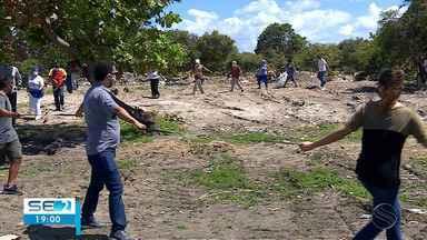Catadores de mangaba pedem suspensão de obra em terrenos que seria área extrativista - Catadores de mangaba pedem suspensão de obra em terrenos que seria área extrativista.