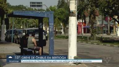 Funcionários de empresa de ônibus permanecem em greve em Bertioga - Eles reclamam que a Viação Bertioga deixou salários e benefícios atrasados.