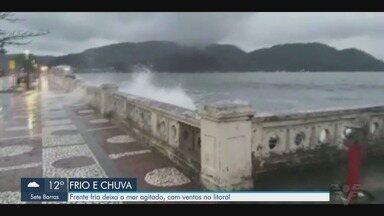 Frente fria deixa o mar agitado e traz ventos fortes ao litoral paulista - Baixada Santista teve queda na temperatura e deve ter ressaca por conta de frente fria.