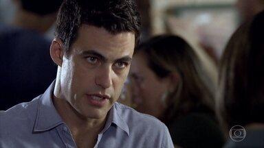 Juan se preocupa com o resultado dos exames de Chiara - Chiara diz estar tranquila