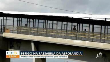 Motociclistas atravessam de forma proibida passarela da BR-116, no bairro Aerolândia - Saiba mais em g1.com.br/ce