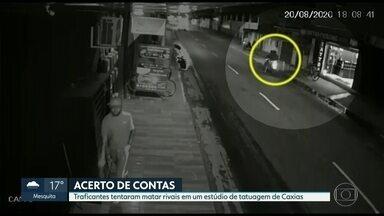 Traficantes tentaram matar rivais em um estúdio de tatuagem de Caxias - Um acerto de contas entre traficantes rivais deixou três pessoas baleadas em Duque de Caxias.