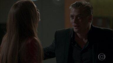 Eliza e Arthur chegam em casa após noite de festa - O empresário comemora momento a sós com a modelo