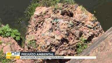 Rio Melchior tem muita sujeira e esgoto - Moradores denunciam poluição no rio que corta Samambaia, Taguatinga e Ceilândia.