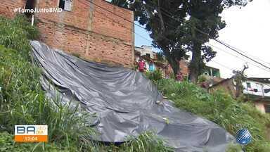 Moradores do bairro de Castelo Branco reclamam de encostas ameaçadas de desabamento - Comunidade pede que o poder público solucione o problema, pois algumas casas podem ser levadas junto com o barranco.