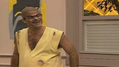 Episódio 391 - Chico Anysio comanda uma turma da pesada que apronta altas confusões na Escolinha do Professor Raimundo. Em matéria de humor, eles são nota dez.