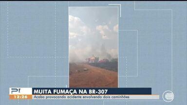 Fumaça provoca acidente entre caminhões na BR-307 no Sul do Piauí - Fumaça provoca acidente entre caminhões na BR-307 no Sul do Piauí
