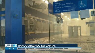 Bandidos explodem dois caixas eletrônicos, mas não levam nada - Agência foi atacada em João Pessoa.