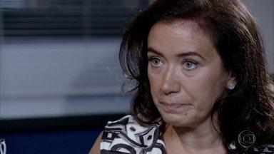 Griselda conta tudo o que sabe sobre Ferdinand ao delegado Paredes - A portuguesa garante que o segurança do condomínio é cumplice de Tereza Cristina
