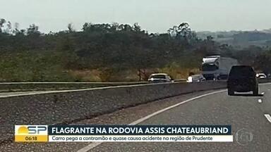Flagrante de imprudência em rodovia do interior - Carro na contramão foi gravado na região de Presidente Prudente.
