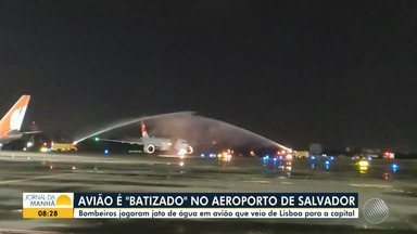 "Aeroporto de Salvador recebe o 1º voo internacional após 5 meses, por causa da pandemia - Aeronave recebeu um ""batismo"", como forma de marcar a data."