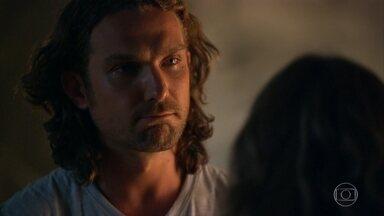Alberto fala da mãe para Ester - O neto de Dionísio não se mostra muito à vontade em falar de Guiomar