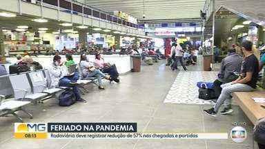Rodoviária de BH deve registrar redução de 57% nas chegadas e partidas durante o feriado - Um dos destinos mais procurados pelos mineiros é a cidade de Guarapari, no Espírito Santo, mas por causa do risco de contaminação pelo novo coronavírus a prefeitura da cidade proibiu a entrada de turistas.