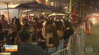 Primeiro fim de semana com venda de bebidas alcoólicas em bares é movimentado - Estabelecimentos de várias partes da cidade ficaram cheios na noite de sexta-feira (4).
