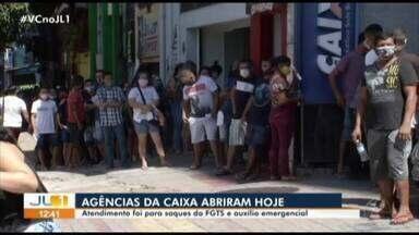 Caixa abre agências neste sábado e beneficiários fazem filas em Belém - Caixa abre agências neste sábado e beneficiários fazem filas em Belém