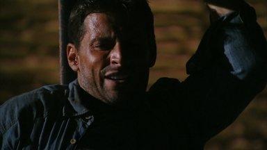 Cassiano é levado de volta para o cárcere - Duque observa tudo