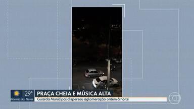 Funk na praça do Papa tem música alta, aglomeração e drogas, segundo testemunhas - A festa foi no domingo (6) e só acabou com a chegada da Guarda Municipal. Moradores do Bairro Mangabeiros denunciaram consumo de drogas no evento.
