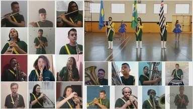 Escola de música de Botucatu faz execução virtual do Hino da Independência - Sem o tradicional desfile por causa da pandemia, alunos de uma escola de música de Botucatu (SP) se reuniram virtualmente para manter a tradição de tocar o Hino da Independência.