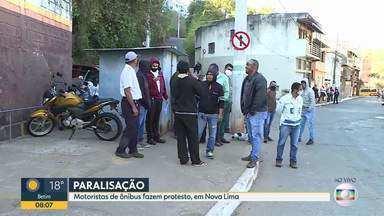 Motoristas de ônibus fazem paralisação, em Nova Lima - Eles reivindicam o pagamento do FGTS que, segundo eles, não é recolhido há anos, adicional de acúmulo de função, fim da escala dupla nos fins de semana, pagamento de férias e horas extras.