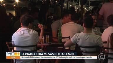 Bares e restaurantes de Belo Horizonte registram movimento de 60% de antes da pandemia - Apesar da comemoração, desrespeitos aos protocolos, como aglomerações, ainda foram flagrados.